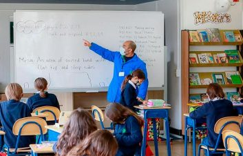 profesores-clase-salon-eduka